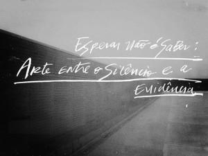 Esperar não é saber: arte entre o silêncio e a evidência
