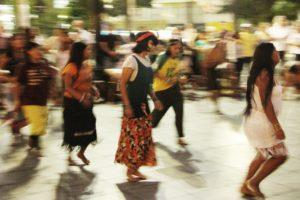 Dançando conforme outra música